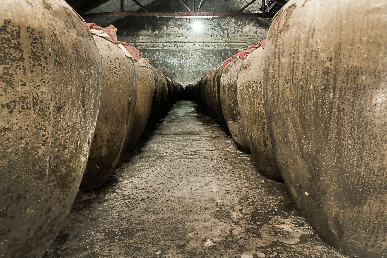 泸州酒厂家揭秘:什么酿酒原料最适合酿造白酒?